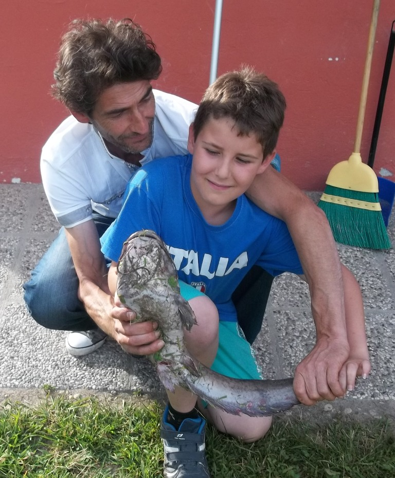padre e figlio e pesce gatto!