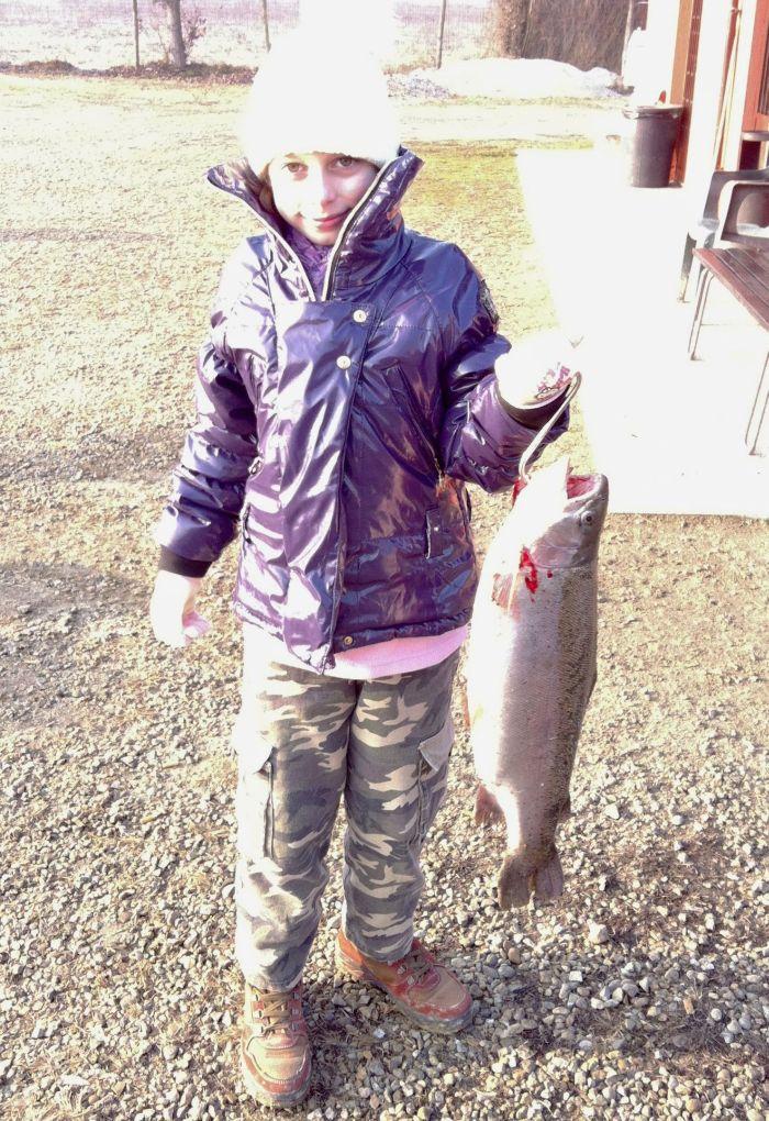 Serena, 10 anni, posa con la sua prima cattura kg 2,250!