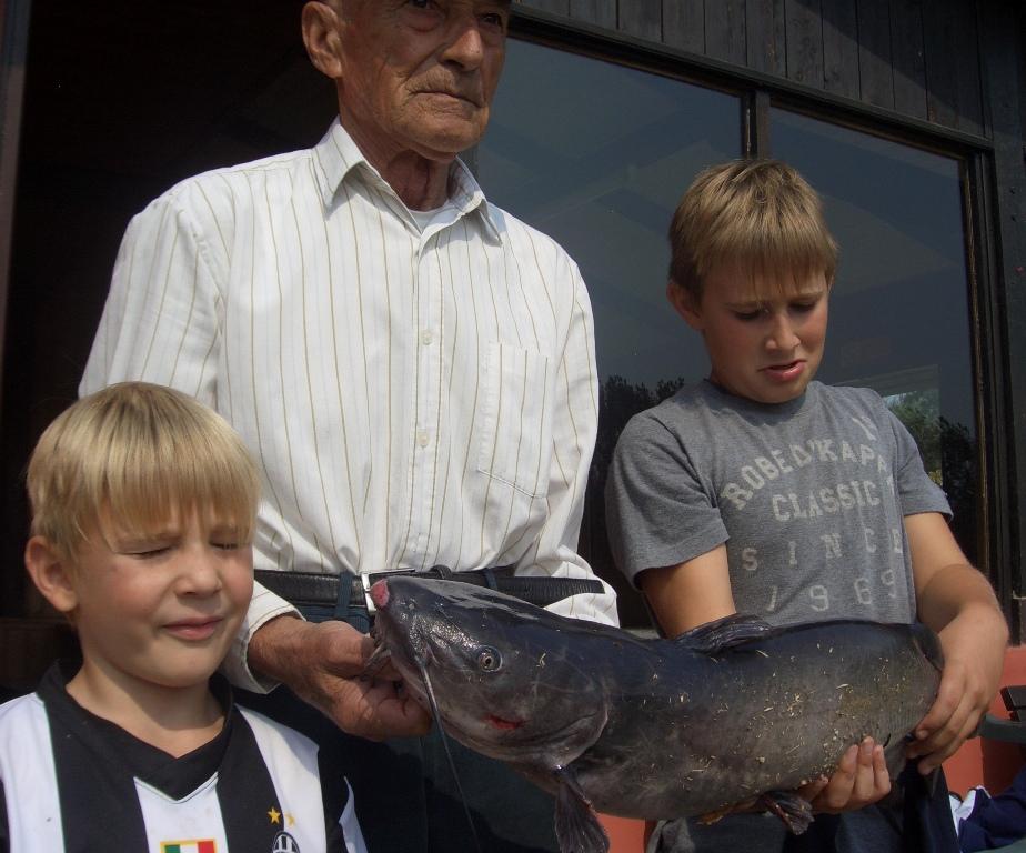 A pesca col nonno! Gattone di ca 4 kg!!